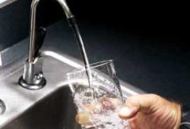 Пенсионерам продают чистую воду в кредит